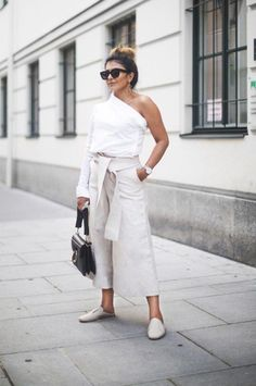 May I present you to the ultimate one shoulder top outfit idea for minimalists, because who says minimal has to be boring or basic? Guides De Style, Minimal Outfit, One Shoulder Tops, Fashion 2017, Minimalist Fashion, Spring Summer Fashion, Spring Style, Street Styles, Ideias Fashion