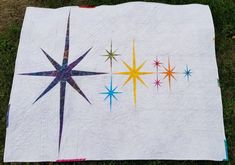 I have been admiring the Atomic Starburst quilt by Violet Craft for a long time. - I have been admiring the Atomic Starburst quilt by Violet Craft for a long time. Star Quilt Blocks, Star Quilts, Mini Quilts, Paper Pieced Quilt Patterns, Quilt Block Patterns, Quilt Modernen, Foundation Paper Piecing, Contemporary Quilts, English Paper Piecing