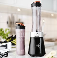 Do you want to stay healthy but are in a rush in the mornings? With Electrolux Sports Blender you can easily mix a healthy smoothie to bring to work.