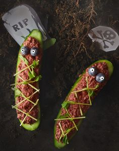 These Spooky Raw Cucumber Coffins will delight everyone at your Halloween party! Best part of all is they are raw, nut free, gluten free and oil free! Healthy Halloween Treats, Halloween Snacks, Halloween Party, Spooky Halloween, Raw Vegan Recipes, Vegetarian Recipes, Vegan Food, Healthy Food, Paleo