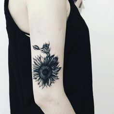 #Repost @andrefelipetattoos  Girassol Black  da Barbara Sendo  Barbara  primeiramente Bom dia kkk e obrigado pela recepção @baba_jfaria  Tatuagem Feita com as agulhas máquinas e Tintas Electric Ink #tattoo #tattoos #tat #ink #inked #tatuagemfeminina  #tattooed #tattoist #coverup #art #design #instaart #instagood #sleevetattoo #handtattoo #chesttattoo #photooftheday #tatted #instatattoo #bodyart #tatts #tats #amazingink #tattedup #inkedup #newlooktattoo