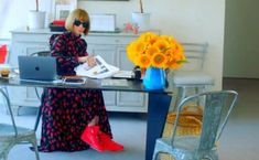 O tênis é o calçado do futuro? Anna Wintour e as grifes de luxo acreditam que sim #moda #shoes #vogue