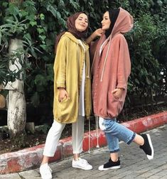 Oversized parka jackets and cardigans hijab looks – Just Trendy Girls Hijab Casual, Hijab Chic, Modern Hijab Fashion, Muslim Fashion, Modest Fashion, Hijab Fashion Summer, Moda Hijab, Mode Outfits, Fashion Outfits
