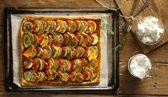 Πίτα με λαχανικά από τον Άκη Πετρετζίκη. Μία εύκολη συνταγή για μία νόστιμη πίτα με σπιτικό φύλλο και γέμιση από λαχανικά! Δοκιμάστε τη και θα ενθουσιαστείτε!