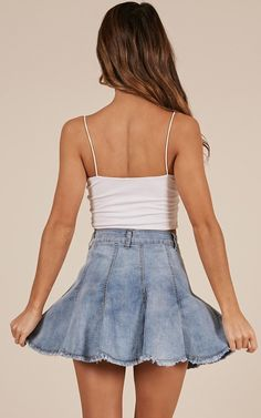 Below you will find some different denim skirt wardrobe smart ideas for everyone. Skirt Outfits, Fall Outfits, Denim Dresses, Denim Outfits, Casual Dresses, White Jacket Outfit, Ankara Dress Styles, Trendy Swimwear, Ripped Denim