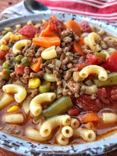 Macaroni & Hamburger Soup - The Tipsy Housewife Makkaroni & Hamburger Suppe - Die beschwipste Hausfrau Beef Soup Recipes, Crockpot Recipes, Dinner Recipes, Cooking Recipes, Casserole Recipes, Beef Soups, Cooking Hacks, Cooking Wine, Chili Recipes