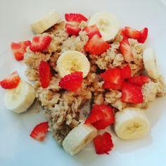 Porridge mit Banane und Erdbeeren...Echt lecker und fix gemacht. Rezept gibt's natürlich auch...einfach Nachfragen.