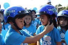 Lựa chọn mũ bảo hiểm trẻ em an toàn cho con