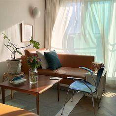 이미지: 테이블, 거실, 실내 Dream Furniture, Apartment Design, Interior Furniture, Home Decor, Living Room Interior, House Interior, Home Deco, Interior Display, Interior Design