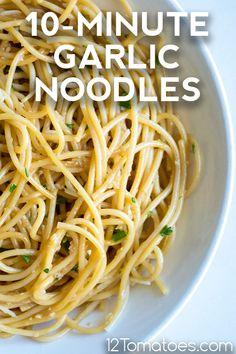 10-Minute Garlic Noodles Asian Recipes, New Recipes, Dinner Recipes, Cooking Recipes, Favorite Recipes, Garlic Noodles Recipe, Mets, Noodle Recipes, Pizza
