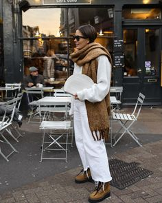 Neutral Winter Outfit: How to Style Neutral Outfit for Winter Look Fashion, Girl Fashion, Fashion Outfits, Fashion Trends, Urban Fashion Girls, Fashion Hacks, Feminine Fashion, Minimal Fashion, Ladies Fashion