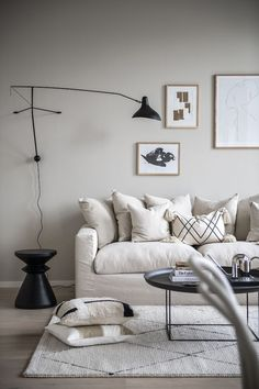A tiny Scandinavian loft apartment in beige and grey tones - appartement Living Pequeños, Living Spaces, Living Rooms, House Rooms, Small Space Living Room, Cozy Living, Living Room Designs, Living Room Decor, Scandinavian Loft