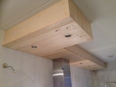 DIY: koof boven de keuken - gemaakt van vurenhout