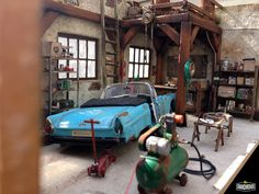 Miniature Diorama Barn garage with Ford Thunderbird Convertible 1955Project scale : 1:24