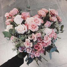 하트 다발  프로포즈에 좋을 것 같다!! 생일선물 다발이었어요  . . . #flower #flowergram #florist #thebburi #instaflower #handtied #flowerlesson #flowerclass #daily #花 #플라워아카데미 #플라워샵 #플라워 #플라워레슨 #원데이클래스 #꽃 #꽃스타그램 #플로리스트 #꽃놀이 #뿌리 #플라워카페 #꽃다발 #핸드타이드 #하트 #이벤트 #꽃모닝