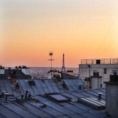 Les couchers de soleil sur les toits de Paris ! http://instagram.com/doitinparis