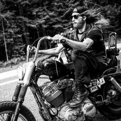 This site is dedicated to early American made machines.music, events, classy women, old iron and my paint work. Bobber Custom, Old School Chopper, Moto Cafe, Bobber Bikes, Space Mountain, Motorcycle Clubs, Easy Rider, Cafe Racer, Biker Style