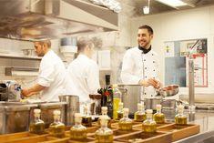 Visioni ed Esperienze nennt Flavio Fermi seine moderne, südländische Küche mit italienischem Flair. Seine Kritiker belohnen dies mit 1 Stern Michelin und aktuell 16 Punkten GaultMillau. Mit täglich frischen und regionalen Produkten verwöhnt er die Gäste mit raffinierten Kompositionen in einer überraschend entspannten und lockeren Atmosphäre. Buon divertimento!