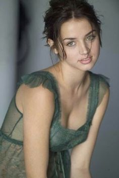 Ana de Armas: 22 Hottest Photos of the Cuban Actress Most Beautiful Faces, Beautiful Girl Image, Beautiful Celebrities, Beautiful Actresses, Beautiful Eyes, Gorgeous Women, Hair And Beauty, Girl Face, Pretty Face