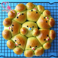 Miki's Food Archives : Pandan Custard Soft Bread ~ Sponge Dough Method 斑斓卡斯塔软面包,中种面团