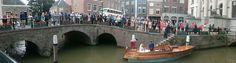 Stap ook bij ons in het huwelijksbootje! Wij kunnen bij het Stadhuis aan- en afmeren en door de mooie havens van Dordt varen naar de volgende locatie(s). Deze mooie foto is gemaakt door onze schipper Eduard bij het Stadhuis van Dordrecht. Buon matrimonio! Ibarone.nl
