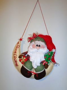 babbo sulla luna Felt Crafts, Diy And Crafts, Christmas Decorations, Christmas Ornaments, Holiday Decor, Christmas Time, Merry Christmas, Diy Weihnachten, Christmas Pictures