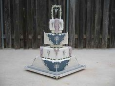 Alright, *exceedingly* nerdy but very well executed... Lord Of The Rings | 19 Spectacularly Nerdy Wedding Cakes