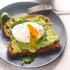 Poached Egg and Avocado Toast http://www.prevention.com/food/easy-lunch-recipes/poached-egg-and-avocado-toast