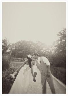what a cute wedding photo! pixels Wedding - Her dress! perfect wedding photo Always look like a. Romantic Wedding Photos, Wedding Poses, Wedding Images, Romantic Weddings, Wedding Pictures, Real Weddings, Themed Weddings, Elegant Wedding, Wedding Dresses