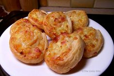 These Savoury Pin Wheels are irresistible straight from the oven but still delicious when cooled to room temperature! They're the perfect party appetizer! Puff Pastry Quiche, Savory Pastry, Puff Pastry Recipes, Savoury Baking, Savory Snacks, Savoury Dishes, Savoury Recipes, Baby Food Recipes, Cooking Recipes