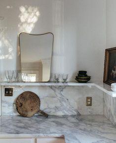 "Louise Hjorth Design on Instagram: ""Kitchen inspo! Har torka på serier, kan inte ni tipsa om er favorit just nu? 🎥 Vill passa på att önska alla en fin fredag 🤩✌🏽🥂…"" Elegant Kitchens, Beautiful Kitchens, Interior Design Kitchen, Interior And Exterior, Country Look, Interior Inspiration, Bathroom Inspiration, Home Kitchens, Home Remodeling"