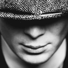 that mouth though. Peaky Blinders Series, Cillian Murphy Peaky Blinders, Boardwalk Empire, 1920s Gangsters, Peaky Blinders Tommy Shelby, Peaky Blinders Wallpaper, Alfie Solomons, Red Right Hand, History Jokes