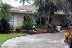 Segunda casa do assassino leão em Marco Island, Florida, que está atualmente nas mãos dos ...