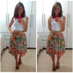 Essa é uma das minhas saias midi… No post anterior mostrei várias inspirações de saias nesse comprimento e disse que amo. Então hj vou contar para vocês a história da minha primeira midi!  &…