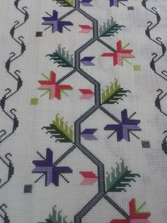 This Pin was discovered by Mür Cross Stitch Borders, Cross Stitch Patterns, Diy And Crafts, Arts And Crafts, Bead Loom Patterns, Bargello, Peyote Stitch, Knitting For Kids, Loom Beading