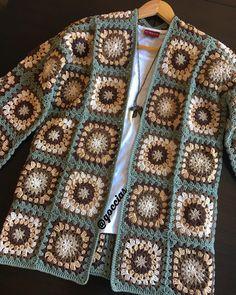 Crochet hooded baby cardigan made # Gehäkelte Babyhaube T .- Tığ işi kapşiyonlu bebek hırka yapımı Babyhaube Tığ İşi K… Crochet hooded baby cardigan making # Gehäkelt to Babyhaube Crochet Hooded Baby Cardigan Making - Crochet Hood, Gilet Crochet, Crochet Cardigan Pattern, Crochet Jacket, Crochet Squares, Crochet Granny, Crochet Motif, Crochet Yarn, Granny Squares