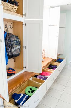 organization Gorgeous Mudroom makeover {It's finished!} {hashtag} organization Gorgeous Mudroom makeover {It's finished! Diy Furniture Videos, Diy Furniture Table, Folding Furniture, Diy Furniture Plans, Mudroom Cabinets, Mudroom Laundry Room, Garage Storage Cabinets, Locker Storage, Shoe Storage