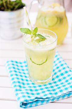 12 mouthwatering recipes for Easter brunch // Cucumber lemonade #easter #brunch #drinks #recipe