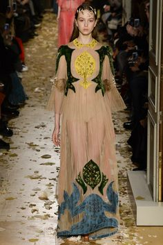 Valentino | Spring 2016 Couture Collection | Vogue Runway