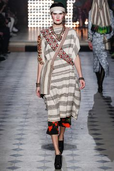 #VivienneWestwood #FW2014_15 #trends #stripes #baggy #Catwalk #PFW #Paris #in