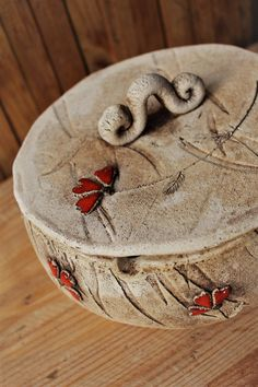 hand made clay dishes Slab Pottery, Ceramic Pottery, Ceramic Art, Ceramic Boxes, Ceramic Teapots, Pottery Painting Designs, Paint Designs, Ceramics Projects, Clay Projects