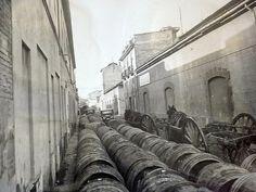 La Valencia desaparecida: Barriles de vino en la calle de la Peaña, años 30....