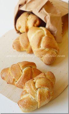 http://www.letortedipezzettiello.com/2012/10/panini-intrecciati-pietra-refrattaria.html