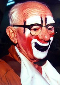 Elderly Lou Jacobs  http://clownpictures.info/lou-jacobs-photo-gallery/