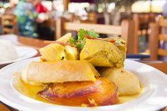 96 - ADOBO TACNEÑO Este popular plato de Tacna utiliza el adobo, compuesto infaltable de la cocina peruana, el cual se utilizaba para conservar la carne durante más tiempo con una maceración de aliño, marinada y escabeche. Este recurso, previo a la aparición de la cadena del frío, terminó por sazonar la carne de una forma irresistible al paladar.