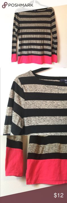 Gap Boat neck top This Gap, boat neck top is in great condition. It has black and heathered gray stripes with a bold pink hem. It's light weight and great for layering. Reasonable offers welcome and don't forget to bundle for a discount! Xoxo -J GAP Tops