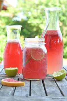 Sommerliche Getränke - eine Grapefruit-Limetten-Limonade erfrischt euch und schmeckt einfach nur hervorragend! Nicht zu süß, nicht zu sauer, ideal!
