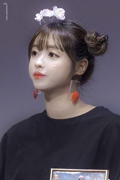 Kpop Girl Groups, Korean Girl Groups, Kpop Girls, Sexy Asian Girls, Beautiful Asian Girls, Oh My Girl Yooa, Kpop Girl Bands, Rapper, Forever Girl