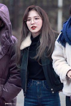 ˚‧ red velvet ‧˚. Kpop Girl Groups, Kpop Girls, Ulzzang, Baby Buns, Wendy Red Velvet, Black Velvet, Velvet Fashion, Airport Style, Look Cool
