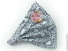 Уважаемые мастерицы, стало уже доброй традицией ежегодно публиковать подобный МК. И даже в этом году я уже не первая! Но всё же разрешите предложить вашему вниманию МК по пошиву детской косынки на резинке. Нам понадобится: - ткань - нитки - швейная машинка - пуговицы 1. Итак, выбираем ткань. Для этого МК я выбрала вот такую тканюшку – косынка у нас будет яркая и праздничная! 2.
